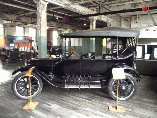 This 1915 Dodge Brothers touring car the was first car built by the Dodges who made a fortune manufacturing components for early Ford cars. & Automobile Protection Association | APA at the Ford Piquette ... markmcfarlin.com